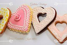 """Dulces Encantados """"Regalitos comestibles"""" / Trabajamos de la mano de Jesús, por lo tanto, los resultados son de él no nuestros. Todo lo hacemos por encargo: tortas temáticas, tortas desnudas, cupcakes, popscakes, galletas hermosamente decoradas. Dictamos cursos personalizados, pregunte por ellos: Celular 3003601652"""