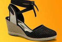 sandálias, rasteiras, sapatos e etc....... / by Deah Luna