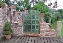 cegły w ogrodzie