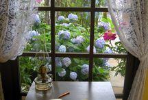όμορφη θέα από τό παράθυρο