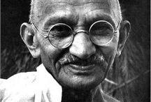Mohandas Karamchand Gandhi / né à Porbandar (Gujarat) le 2 octobre 1869 et mort assassiné à Delhi le 30 janvier 1948, est un dirigeant politique, important guide spirituel de l'Inde et du mouvement pour l'indépendance de ce pays.