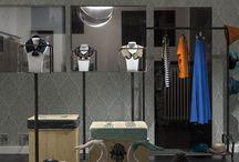 REO atelier. Torino / REO è un atelier/laboratorio creativo il cui obiettivo è di creare un'unione tra arte e moda: le grafiche sono disegnate a mano, ogni elemento d'arredo è stato ideato e realizzato in modo artigianale per mezzo di un design che esalti il mood del marchio. REO ha l'obiettivo di progettare accessori ed abbigliamento unici, che possano esaltare la personalità di ognuno di noi.