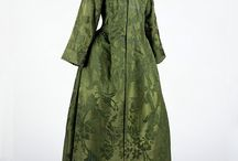 18th Century Dressing Gown / Volante / Study of the dress artist Godfrey Kneller used in his portraits an 18th century dressing gown, morning gown (or ?)   Even some later Volantes for inspiration