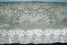 """ANTIQUE QUAKER LACE TABLECLOTH WITH TAG-GORGEOUS LACE-84""""by64""""-MINT-CHECK IT OUT!"""