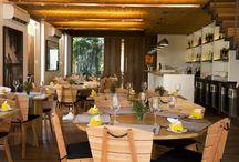 Restaurante Quintal das Letras / Projetado pelo premiado escritório Jacobsen Arquitetura, o restaurante Quintal das Letras tem no menu criações da chef Claudia Mascarenhas que valorizam a cozinha brasileira. Pousada Literária de Paraty - Paraty - RJ