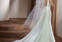Divina Sposa 2018 / Elegante Brautkleider by Divina Sposa bei Audrey Wedding Salon in Köln am Rathaus