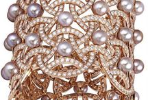 Pearl love / Pearl jewelry / by Susan Koons