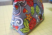 Laukkuja, pussukoita ym. - Bags, pouches etc. / Laukkujen ja pussukoiden ohjeita