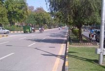Mall Road Lahore / The idea of scaling entire length of The Mall Road on foot might sound absurd, one crazy thought and it was for the inherent insanity of the idea that we fell for it. http://meemainseen.com/2014/07/the-mall/