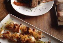 Platos sugerentes!! / Un tablón lleno de sabor y ambiente gastronómico, plagado de fotos de platos que te harán la boca agua...