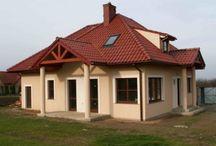 Projekt domu Mazurek 2 / Projekt domu Mazurek 2 to nieduży dom dla cztero-pięcioosobowej rodziny. Budynek zaprojektowano w taki sposób, aby rodzina mogła mieszkać mając do dyspozycji tylko parter - możliwe jest wykończenie poddasza w drugim etapie budowy.