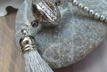Crafts:Jewelry:Tussles jewelry