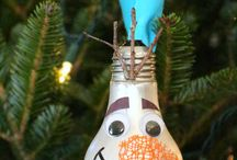 Winter/Christmas Crafts / Crafts centered around winter and the Christmas holidays.