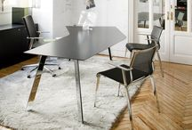 Groove de ICF / Descubre la colección de mesas Groove de ICF, con un diseño versátil y elegante, es perfecta para espacios de trabajo y salas de reuniones.