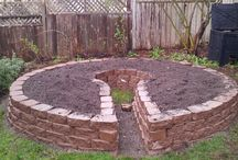 All about keyhole gardens / Keyhole gardens, how to make them as well as design inspiration!