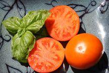 Tomatoes / Various varieties of tomatoes