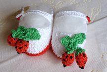 BEBÊ-CROCHÊ/TRICÔ / Sapatinhos, roupinhas, toucas em crochet confeccionadas por Evelin Griebeler e outros Pins