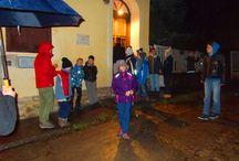 Cserkész tábla avatás! / 2014. December 7-én a Katolikus Plébánia, Pomáz Polgármesteri Hivatal és a Cserkészek által készített emléktáblát avatták fel. Az avatás nagy érdeklődés mellett zajlott, ahol felszólaltak idősebb, nagy tiszteletben álló Cserkészek is, így tanítva és hitet adva a megjelent ifjú cserkészeknek a tevékenységük folytatására. Az eseményen felszólalt Vicsi László polgármester úr és Erdődi Ferenc atya, akik méltatták a jelen lévő Cserkészeket. http://www.pomaz.hu/news/747/cserk�sz-t�bla-avat�s