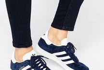 Tekkies / Sneakers