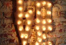 Оформление светом (гирлянды, лампочки)