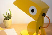 Animo / Bleu Carmin design vous présente sa collection ANIMO, des lampes, des patères et des étagères colorées, originales et amusantes.