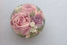 Wedding keepsakes / Flowers kept from your bridal flowers