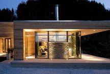 Moderne hus ved sjøen
