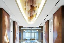 LIFT-Contemporary / クリーンでシンプルなデザインに、モダンかつアーティスティックな要素をアクセントとして取り入れたデザイン。 *デザイナーズホテル、ファッションブランドショップ、インテリアショップ、美術館博物館などアート系施設etc. *モノトーンやシルバー、ベーシックカラーベース。幾何学模様などラインを意識したデザインやビビッドカラーをアクセントとして取り入れたデザイン。
