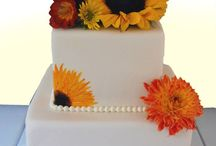 """Simple & elegant wedding cakes / Not all gorgeous wedding cakes are over-the-top: These are great examples of our """"Simple and Elegant"""" styles."""