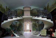 Rusinów - Pałac / Pałac w Rusinowie został wybudowany pod koniec XVIII wieku przez Franciszka Dembińskiego, ówczesnego starostę wolbromskiego i jego żonę Urszulę z Morsztynów. Budynek utrzymany jest w stylu wczesnoklasycystycznym, został zaprojektowany przez Franciszka Naxa. Obecnie oferuje usługi hotelowe, konferencyjne, organizacje imprez.