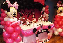 Decoración de minnie mouse / Decoración de globos de minnie en fucsia, mesa de dulces y pastel
