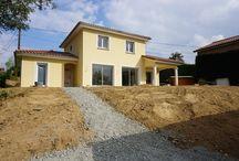 Maison dans une pente / Construction de maison dans une pente de 12% réalisée par le maitre d'oeuvre VI2A SARL - lyon