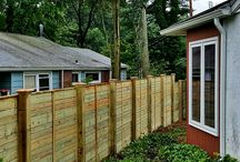 Horizontal Fence Designs / Horizontal Fences are all the rage these days! Check out these cool new styles for some inspiration.