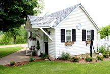 cottage || pretty garage den / Home office & gym space