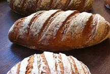 Panes harina a la piedra / Este método tradicional de molienda permite acentuar de manera natural el sabor del pan. Harina elaborada con todo su germen y con cereal procedente de agricultura de cultivo ecológico.