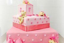 Teddy Bears Girls / Un dolcissimo battesimo... inspirati dall'orsetto che i genitori di Francesca Romana hanno donato come bomboniera ai propri invitati.. eccola la nostra torta, una Toys Cake tutta da mangiare!!! #cakeDesign #castelliRomani #torteDecorate #tortaBattesimo #tortePerEventi #CastelGandolfo #GenzanoDiRoma #eventiCastelliRomani www.torteamorefantasia.com