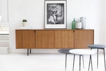 Sideboards / Onze dressoirs zijn beschikbaar in teak en eikenhout waardoor je eerder een retro uitstraling of een Scandinavische uitstraling in je interieur krijgt.