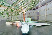 INSTALLATION (Glossar) / Eine Installation lässt sich als ein raumgreifendes, dreidimensionales Kunstwerk beschreiben, das in der Regel in Bezug auf einen spezifischen Ort oder eine Situation entsteht. Während sich die Skulptur auf ein autonomes Volumen reduzieren lässt, besteht eine Installation aus mehreren Komponenten und kann verschiedene Medien und Gattungen verknüpfen. [...] Mehr: http://kunstraum-alexander-buerkle.de/installation/