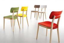 Krzesła / Chairs / Jadalnia to bardzo ważne pomieszczenie w domu. Odbywają się w nim spotkania z rodziną, wspólne posiłki. Jeżeli nie ma możliwości oddzielenia jej, to zwykle jest to przestrzeń między salonem a kuchnią lub miejsce wygospodarowane w jednym z nich. Jeśli chcemy dodać trochę indywidualnego charakteru swojej jadalni czy kuchni, warto postawić na wyjątkowe krzesła.