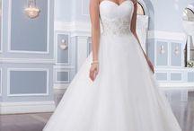 Svadobné šaty / Široká ponuka svadobných šiat v Svadobnom salóne Valery