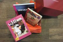 Die LovelyBox / Die LovelyBox - deine Buch-Überraschungsbox! 1 Box, 1 Thema, 3 Bücher! Hier sammeln wir alle Bilder rund um die LovelyBox! Alle Infos gibt es hier: www.lovelybooks.de/lovelybox