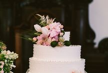Different themed wedding cakes