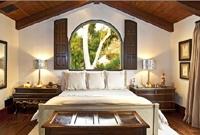 Coastal Bedrooms / by Elizabeth Lamont