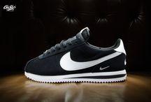 Nike Cortez Basic SE 'Baby Swoosh' Black / White 902803 003
