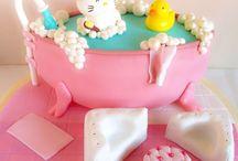 Tarta de Hello Kitty en su bañera. / www.memcakesandcookies.com