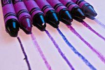 Purple  / Es un color que se le relaciona con la espiritualidad, tiene un efecto relajante, transmite paz, y capaz de combatir miedos.  Color de templanza, de la lucidez y de la reflexión. Tiempo de reflexión. Este color morado se relaciona con los artitas, la música y el arte, misterio y sensibilidad. El color es una ciencia pero también una filosofía profunda, ambos aspectos deben de ir de la mano.