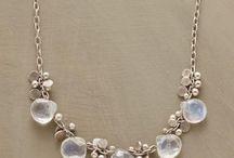 jewellery: chains+beads