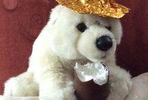 CH-arlie / Die Erlebnisse ein Schweizer Eisbär die von zwei Berliner adoptiert wurde .
