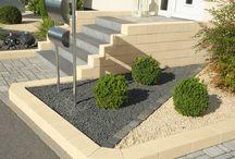 Allrounder für die Gartengestaltung / Der Murus Gartenstein in Travertin-Optik verwöhnt jeden Gartengestalter mit seiner Verwandlungsfähigkeit. Im Handumdrehen zaubern Sie aus den einzelnen Steinvarianten dekorative und nützliche Gartenelemente.