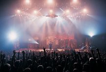 Virtual XI World Tour / Maiden sale a otra gira para promocionar su álbum de estudio el Virtual XI, fue la segunda y última gira mundial de Iron Maiden con Blaze Bayley. Las bandas de apertura de esta gira fueron: Helloween, Dirty Deeds, Dio, Tribe Of Gypsies, Ángeles del Infierno, Dog Family, Raimundos.